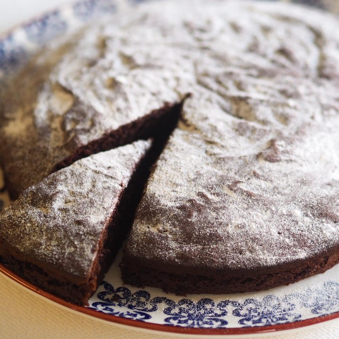 Karabuğdaylı çikolatalı kek 1