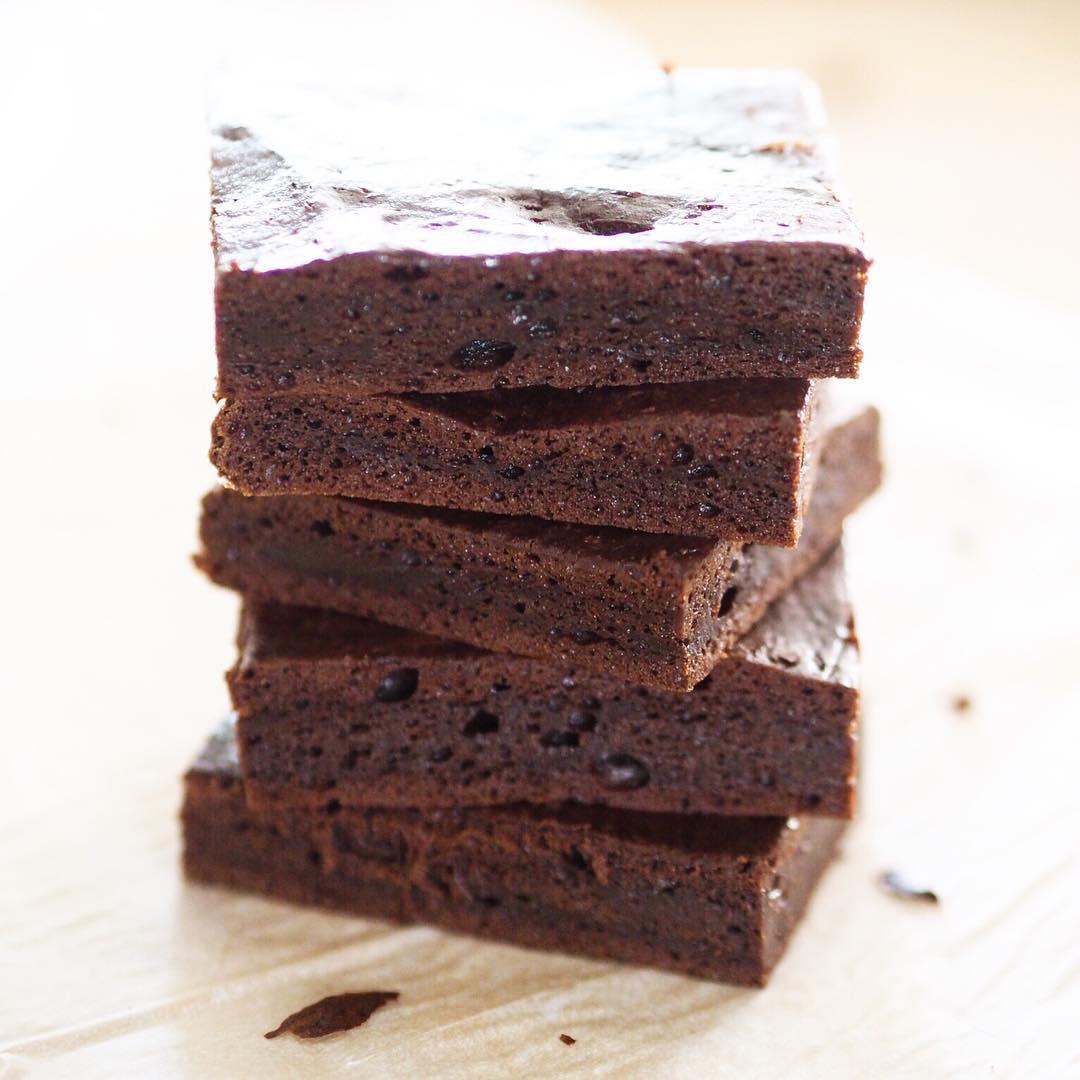 Kinoalı çikolatalı kek 1