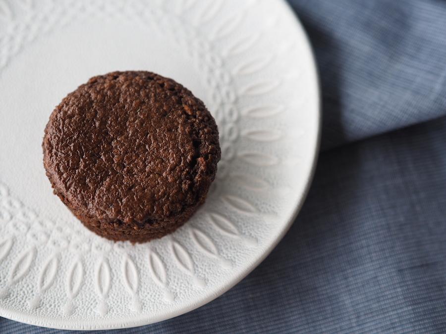 Unsuz, glutensiz ve sütsüz çikolatalı ve bademli kek 2