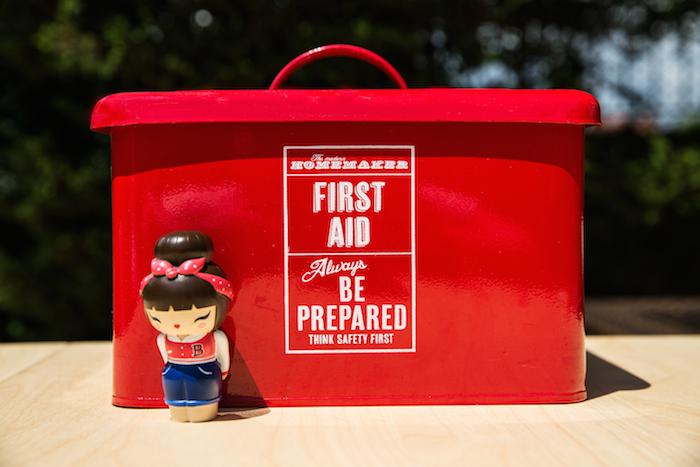 ilk yardım kiti 1 first aid kit 1