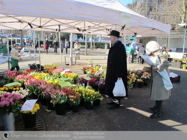 Bahnhofstrasse'nin güneyinde çiçek pazarı 1