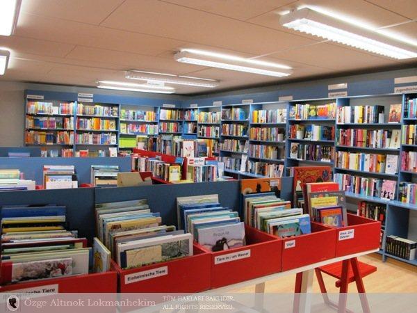 Zürih'te Oberdorfstrasse 32 numaradaki kitapçı 1