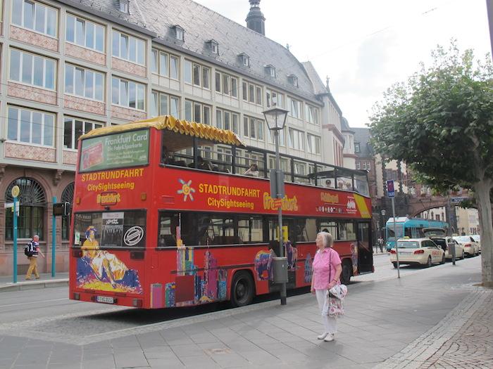 Şehrin Eski Opera, Goethe Heykeli, St. Paul's Klisesi, Messe Exhibition Center, Römer Meydanı ve Dom Katedrali 4