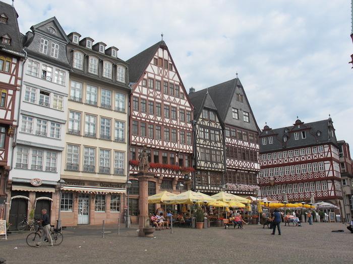 Şehrin Eski Opera, Goethe Heykeli, St. Paul's Klisesi, Messe Exhibition Center, Römer Meydanı ve Dom Katedrali 5