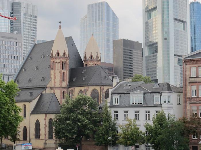 Şehrin Eski Opera, Goethe Heykeli, St. Paul's Klisesi, Messe Exhibition Center, Römer Meydanı ve Dom Katedrali 2